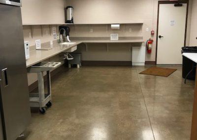 Cedar West-Kitchen/Refrig/Freezer/Coffee Pot/Cart/Microwave
